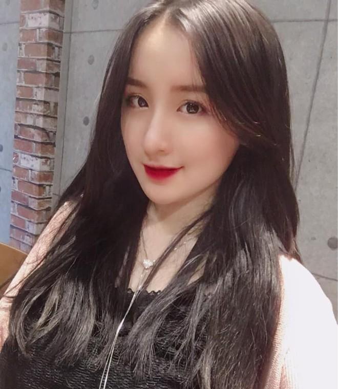 Xuất hiện vài giây trên bản tin truyền hình, cô gái Hà Nội bỗng được dân mạng truy lùng - Ảnh 13.