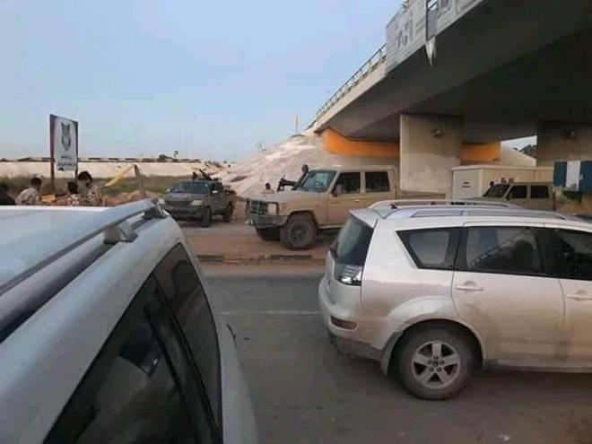 Lò lửa Libya nóng rực - Nhiều máy bay lạ tham chiến - Ảnh 3.