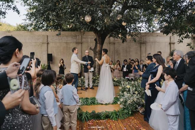 Toàn cảnh đám cưới được giấu kín của chồng cũ diva Hồng Nhung và diễn giả người Myanmar - Ảnh 4.