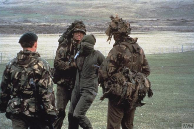 Nhìn lại cuộc chiến Falkland 37 năm trước - Ảnh 11.