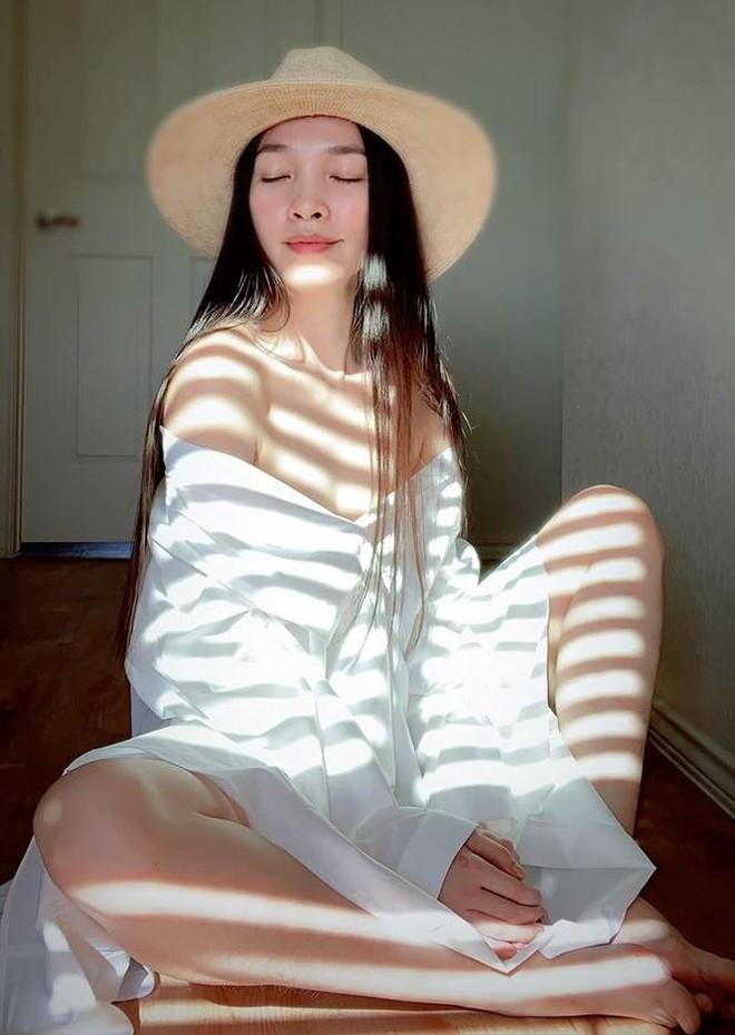 Vì sao bức ảnh Hiền Thục bán nude dùng tay che ngực gây tranh cãi? - Ảnh 7.
