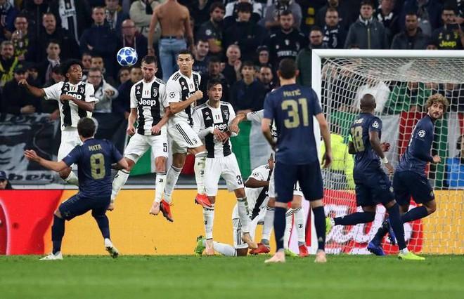 Cristiano Ronaldo muốn Juventus đánh bại Barcelona trong cuộc đua giành sao Manchester United - Ảnh 2.