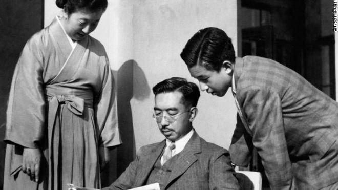 Nhật Bản đếm ngược sự kiện 200 năm có một: Nhật hoàng Akihito đã bắt đầu nghi thức thoái vị - Ảnh 3.