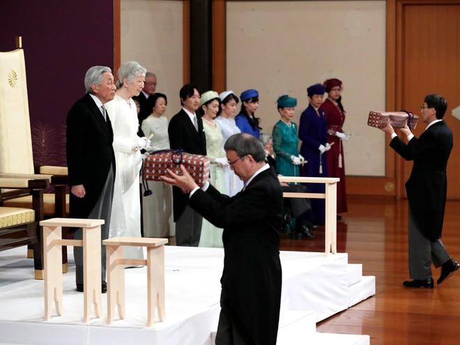 Nhật hoàng Akihito tuyên bố chính thức thoái vị, gửi lời chúc hòa bình tới thế giới - Ảnh 6.