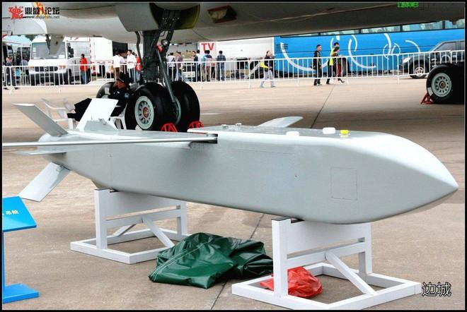 Tiêm kích J-16 Trung Quốc bội phần nguy hiểm nhờ sao chép tên lửa Mỹ? - Ảnh 2.
