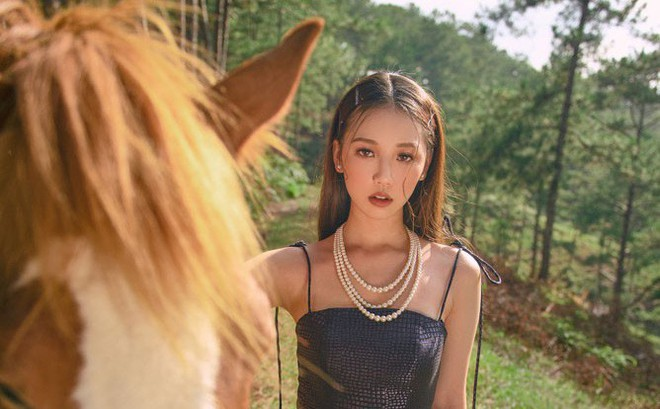 Nữ ca sĩ sinh năm 2000 gây ấn tượng với MV mới