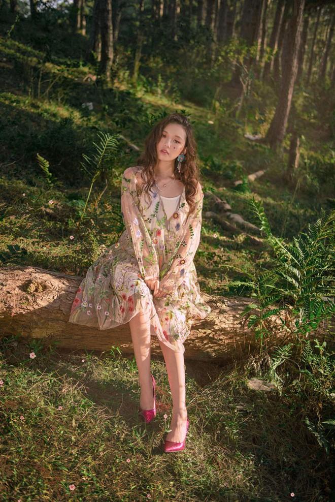 Nữ ca sĩ sinh năm 2000 gây ấn tượng với MV mới - Ảnh 4.