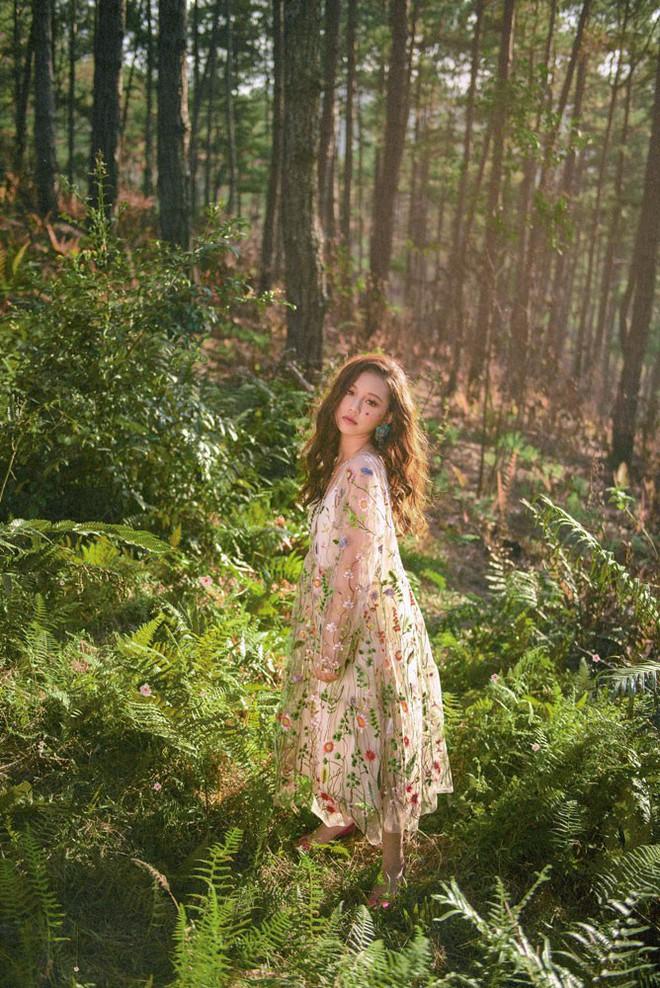 Nữ ca sĩ sinh năm 2000 gây ấn tượng với MV mới - Ảnh 5.