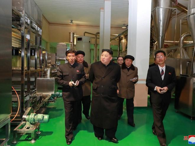 Ông Kim Jong Un thường chỉ đến 1 địa điểm đặc biệt trước hoặc sau sự kiện quan trọng: Ý nghĩa đằng sau là gì? - Ảnh 1.