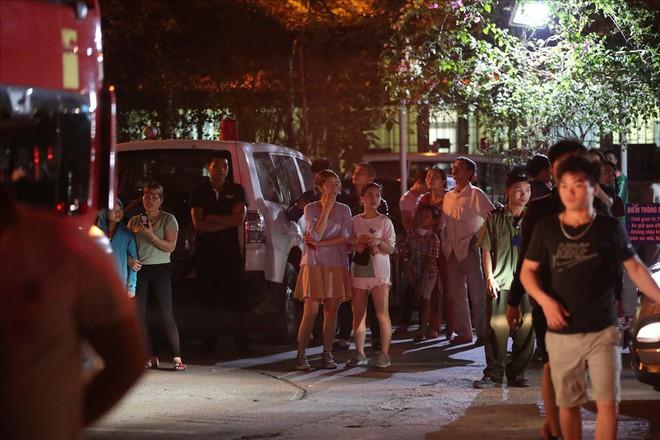 Cháy ở Bệnh viện Nhi Trung Ương Hà Nội, bệnh nhân hoảng loạn tháo chạy - Ảnh 5.