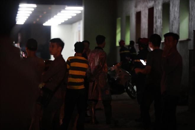 Cháy ở Bệnh viện Nhi Trung Ương Hà Nội, bệnh nhân hoảng loạn tháo chạy - Ảnh 7.