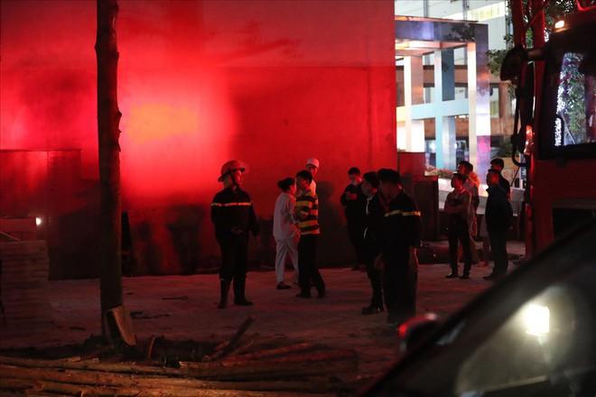 Cháy ở Bệnh viện Nhi Trung Ương Hà Nội, bệnh nhân hoảng loạn tháo chạy - Ảnh 8.