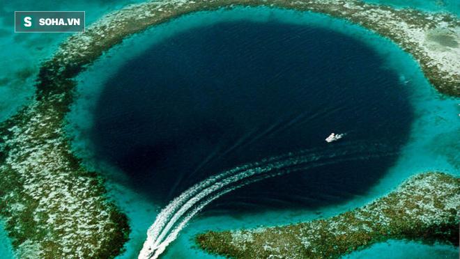 Great Blue Hole: Nghĩa địa bí ẩn bậc nhất dưới đáy đại dương - Ảnh 1.