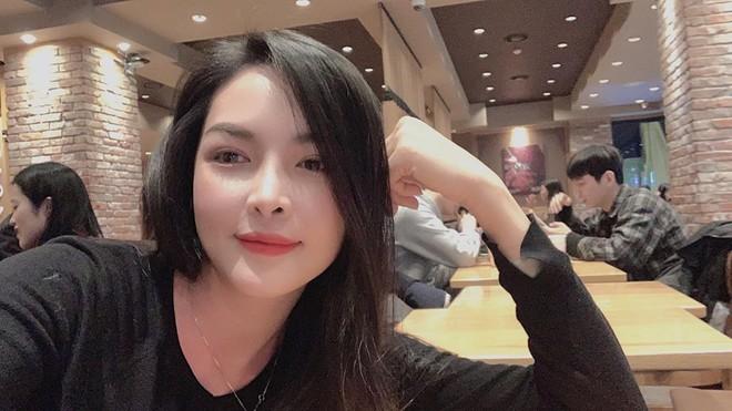 Hot girl thẩm mỹ Vũ Thanh Quỳnh sau 4 năm thay diện mạo đổi cuộc đời: Đã giàu có hơn, vẫn lẻ bóng đợi chân ái - Ảnh 2.
