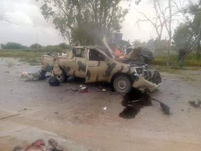 NÓNG: Lò lửa Libya chính thức bùng nổ - Chiến tranh lan rộng khắp, LHQ sơ tán khẩn cấp - Ảnh 2.
