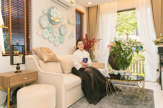 Ngắm biệt thự triệu đô bình yên với khu vườn rực rỡ sắc hoa cùng hồ cá Koi của Nhật Kim Anh giữa lòng Sài Gòn - Ảnh 12.