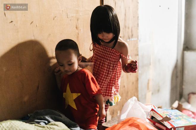 Bất ngờ nổi tiếng sau 1 đêm, bé gái 6 tuổi phối đồ chất ở Hà Nội trở về những ngày lang thang bán hàng rong cùng mẹ - Ảnh 13.