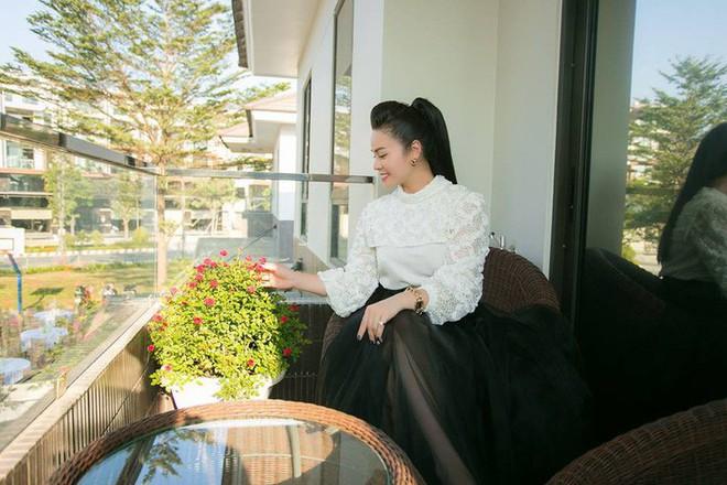 Ngắm biệt thự triệu đô bình yên với khu vườn rực rỡ sắc hoa cùng hồ cá Koi của Nhật Kim Anh giữa lòng Sài Gòn - Ảnh 22.