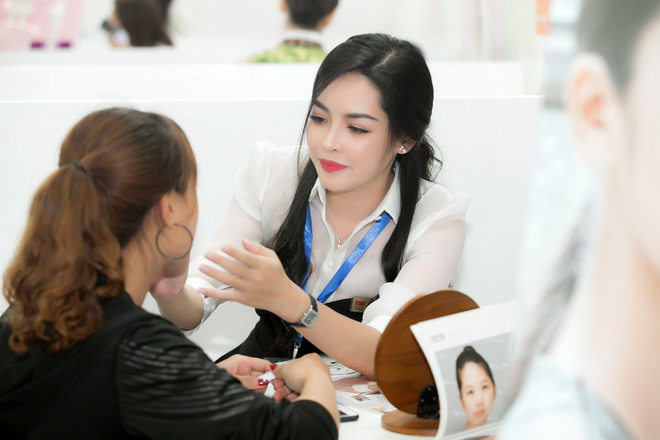 Hot girl thẩm mỹ Vũ Thanh Quỳnh sau 4 năm thay diện mạo đổi cuộc đời: Đã giàu có hơn, vẫn lẻ bóng đợi chân ái - Ảnh 23.