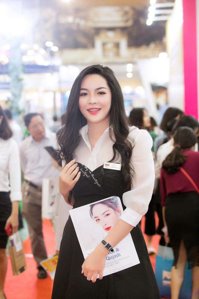 Hot girl thẩm mỹ Vũ Thanh Quỳnh sau 4 năm thay diện mạo đổi cuộc đời: Đã giàu có hơn, vẫn lẻ bóng đợi chân ái - Ảnh 25.