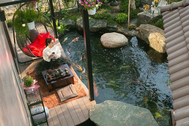 Ngắm biệt thự triệu đô bình yên với khu vườn rực rỡ sắc hoa cùng hồ cá Koi của Nhật Kim Anh giữa lòng Sài Gòn - Ảnh 7.