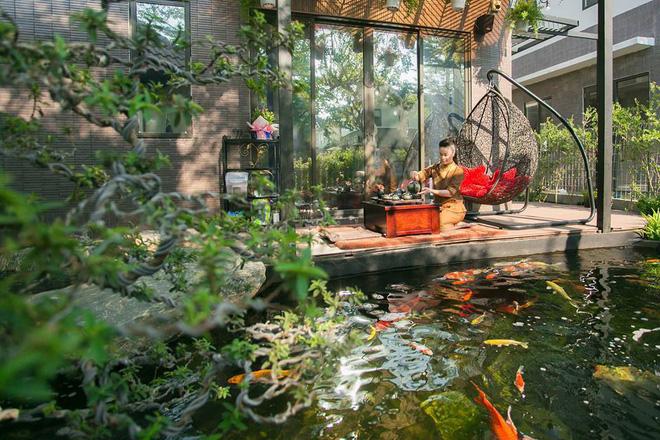 Ngắm biệt thự triệu đô bình yên với khu vườn rực rỡ sắc hoa cùng hồ cá Koi của Nhật Kim Anh giữa lòng Sài Gòn - Ảnh 10.