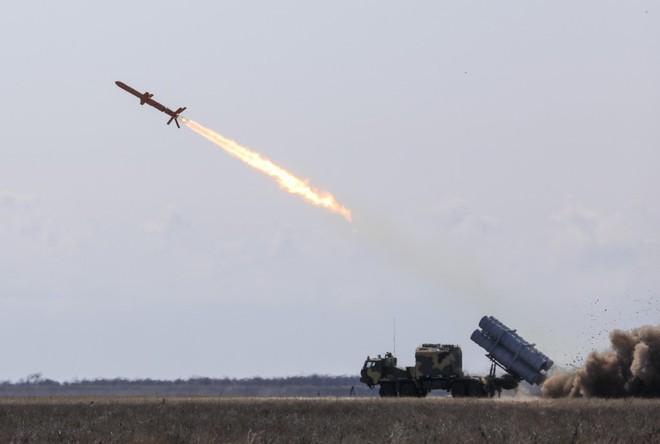Tàu chiến Nga hãy đợi đấy: Ukraine bắn thử thành công tên lửa bờ mới - Niềm tự hào lớn! - Ảnh 1.