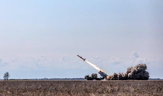 Tàu chiến Nga hãy đợi đấy: Ukraine bắn thử thành công tên lửa bờ mới - Niềm tự hào lớn! - Ảnh 2.