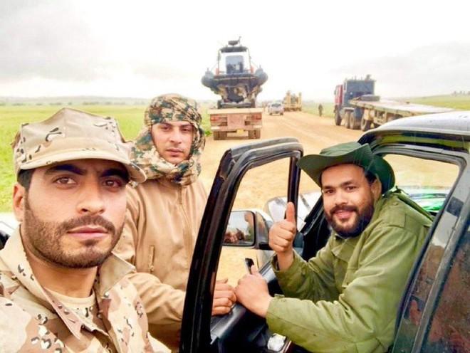 Lò lửa Libya chính thức bùng nổ - Chiến tranh lan rộng khắp, LHQ sơ tán khẩn cấp - Ảnh 24.