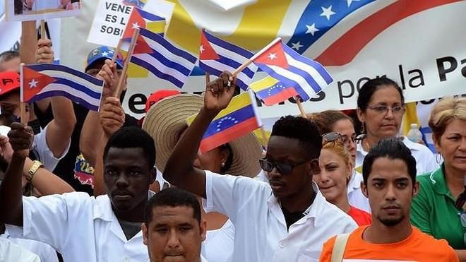 Lệnh trừng phạt Cuba vì ủng hộ ông Maduro mới chỉ là bước đầu - Ảnh 1.