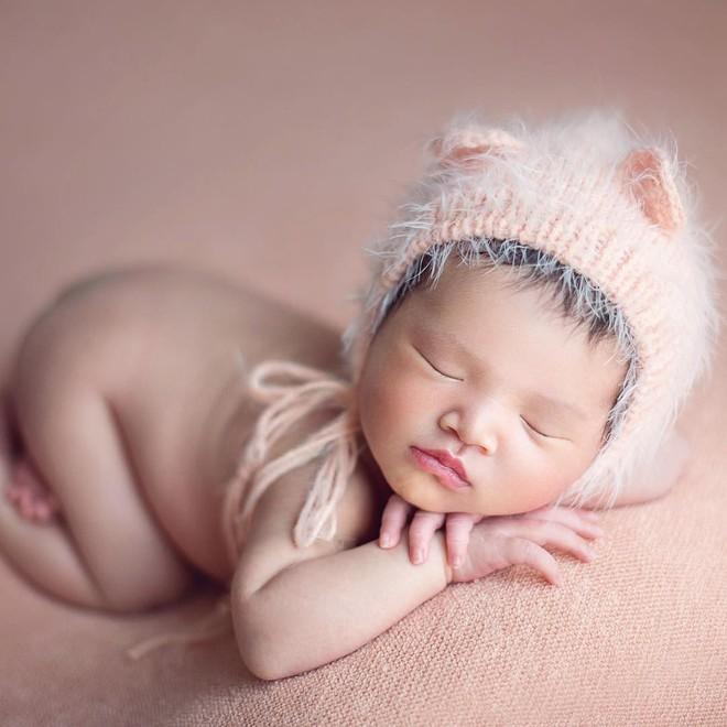 Con gái Diệp Lâm Anh hơn 5 tháng tuổi: Ngày càng bụ bẫm, đáng yêu - Ảnh 2.