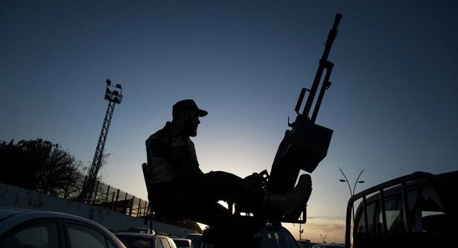 Thủ đô Libya nguy ngập, Mỹ khẩn cấp rút lui - Thương vong lớn, Liên hợp quốc ra yêu cầu đặc biệt - Ảnh 20.