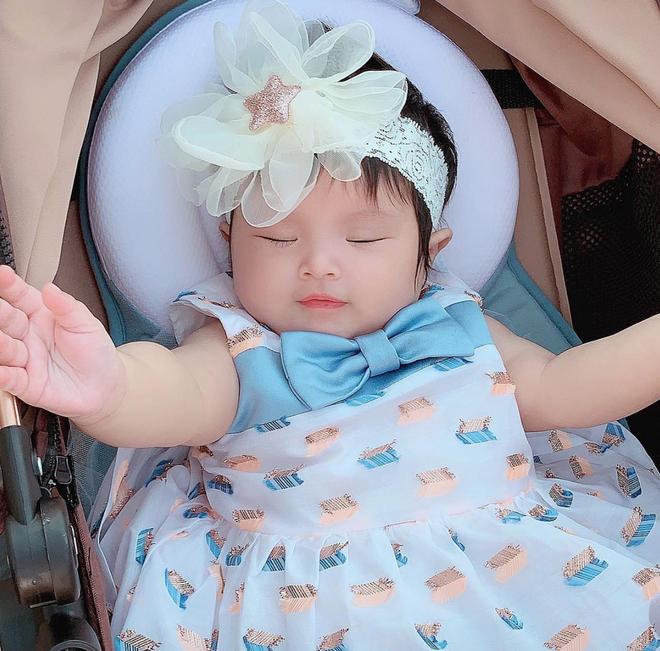 Con gái Diệp Lâm Anh hơn 5 tháng tuổi: Ngày càng bụ bẫm, đáng yêu - Ảnh 3.