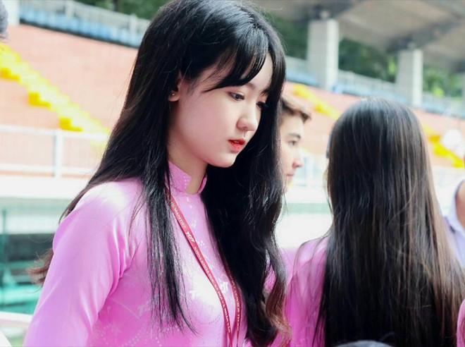 Chọn áo dài hồng làm đồng phục, nữ sinh trường Đại học này đang gây sốt bởi vì quá duyên dáng! - Ảnh 10.