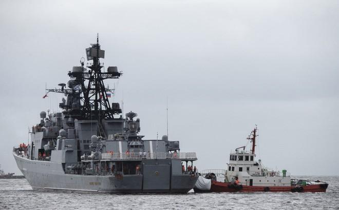 """Chiến hạm diệt ngầm của Nga cập bến Philippines giữa lúc ông Duterte dọa """"tử chiến"""" với TQ"""