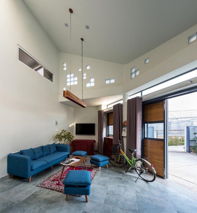Thiết kế lạ khiến căn hộ này ở trong nhà nhưng cũng có cảm giác như đang ngoài trời - Ảnh 1.