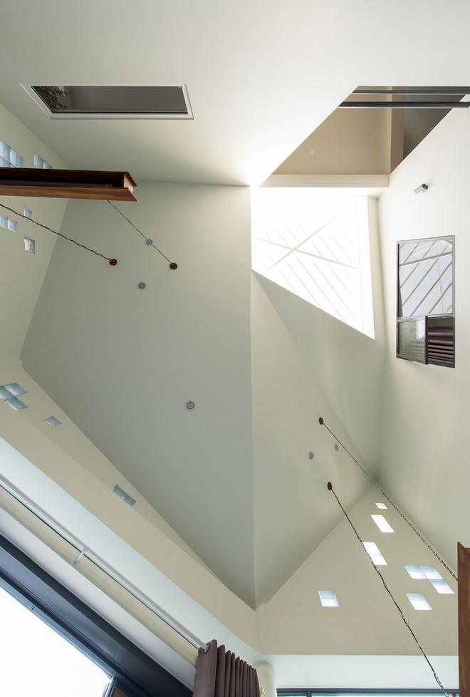 Thiết kế lạ khiến căn hộ này ở trong nhà nhưng cũng có cảm giác như đang ngoài trời - Ảnh 10.