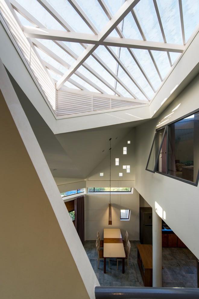 Thiết kế lạ khiến căn hộ này ở trong nhà nhưng cũng có cảm giác như đang ngoài trời - Ảnh 6.