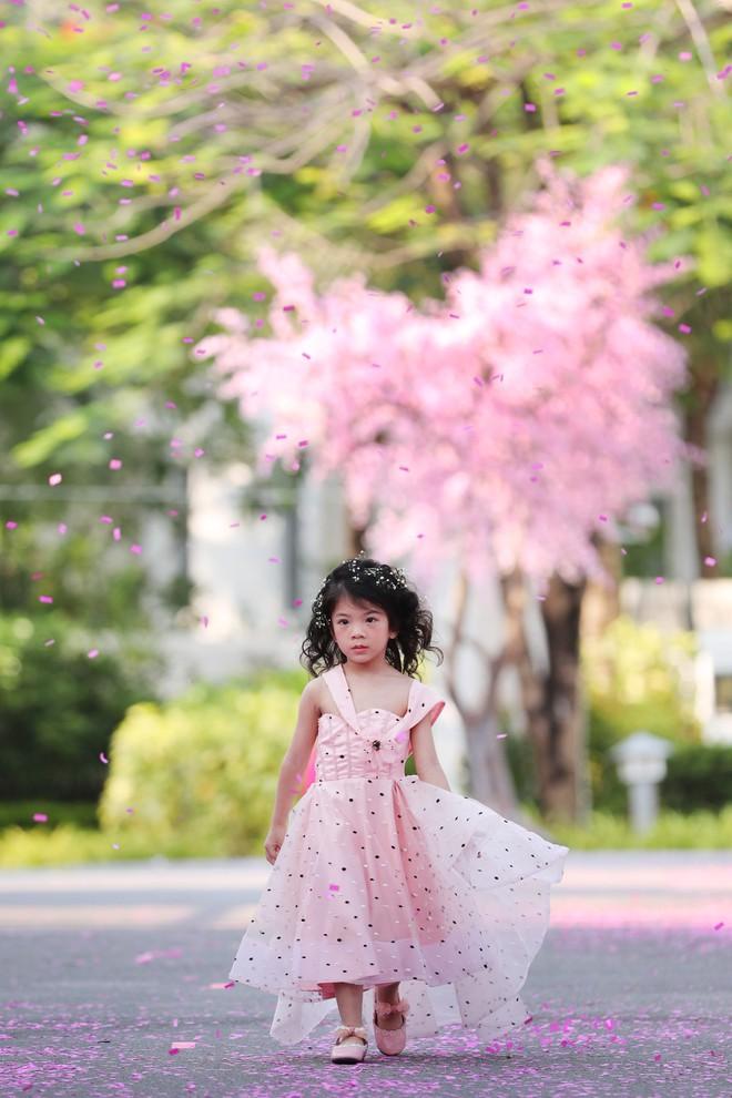 Siêu mẫu Xuân Lan cùng con gái cưng làm vedette  - Ảnh 2.
