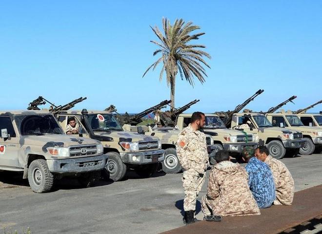 Libya: Phe Tướng Haftar không kích đáp trả phe Tripoli - Ảnh 2.
