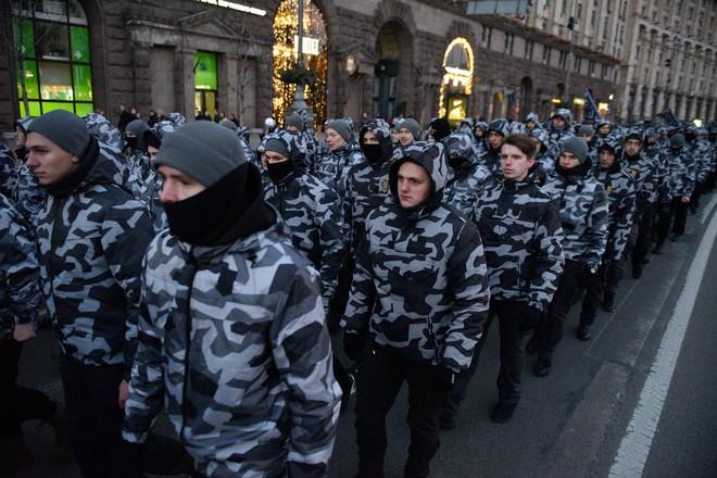 Biến Nga thành ngáo ộp, TT Poroshenko bị Moskva chỉ trích dữ dội: Quá yếu kém, quá thảm hại! - Ảnh 2.