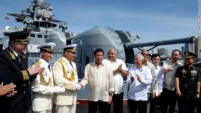 Chiến hạm diệt ngầm của Nga cập bến Philippines giữa lúc ông Duterte dọa tử chiến với TQ - Ảnh 1.
