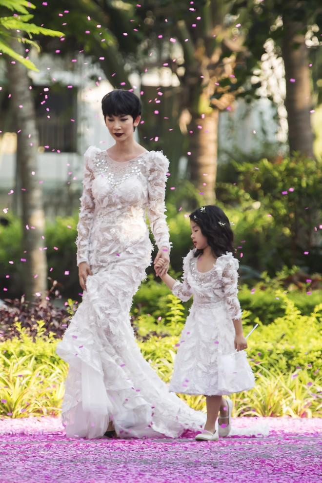 Siêu mẫu Xuân Lan cùng con gái cưng làm vedette  - Ảnh 8.
