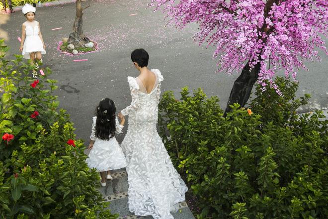 Siêu mẫu Xuân Lan cùng con gái cưng làm vedette  - Ảnh 7.