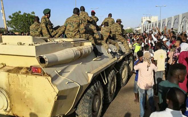 Sau Libya lại đến Sudan: Súng đã nổ - Những diễn biến nóng chưa từng thấy