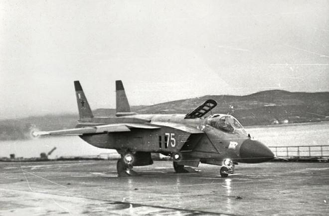 Nga nhảy vào cuộc đua tàu sân bay - Ảnh 1.
