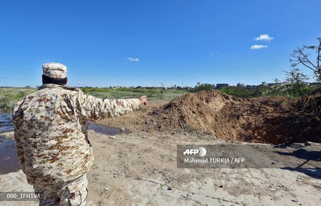 Chiến sự ác liệt ở Libya - Không quân 2 bên đánh tổng lực - Ảnh 3.