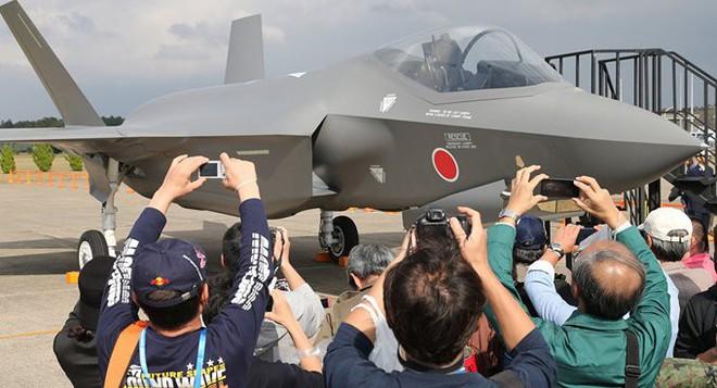 Đã thấy mảnh xác tiêm kích tàng hình F-35 Nhật Bản - Phi công vẫn mất tích - Ảnh 3.