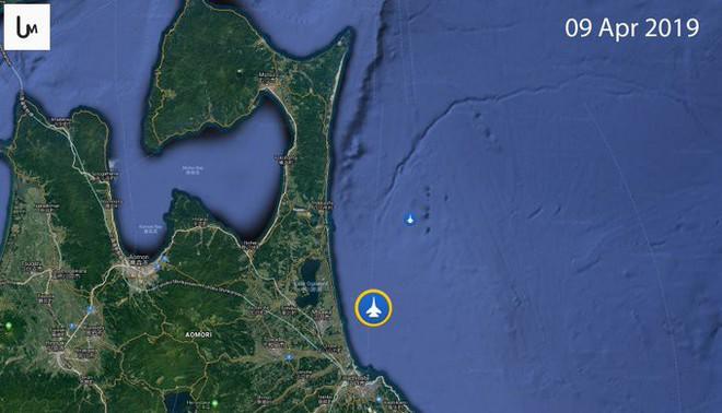 Đã thấy mảnh xác tiêm kích tàng hình F-35 Nhật Bản - Phi công vẫn mất tích - Ảnh 1.