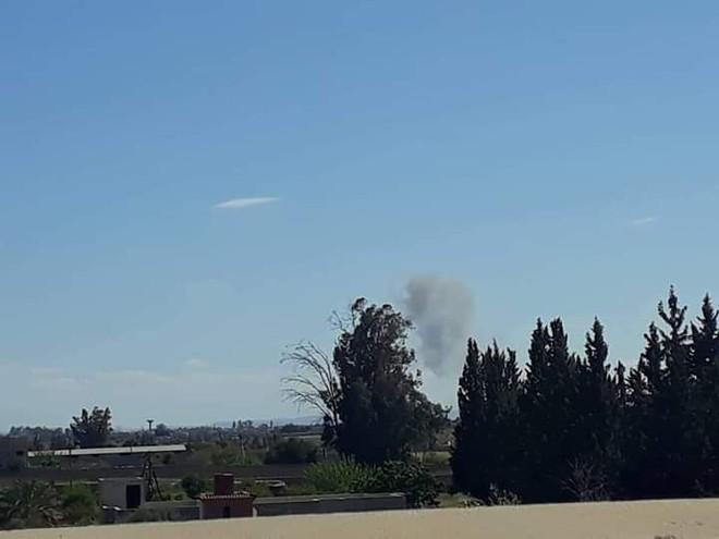 Chiến sự ác liệt ở Libya - Không quân 2 bên đánh tổng lực - Ảnh 1.